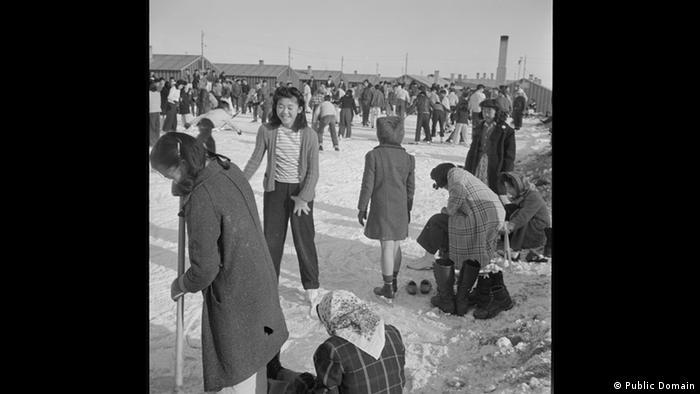 Zweiter Weltkrieg Internierung japanischstämmiger Amerikaner Winter (Public Domain)