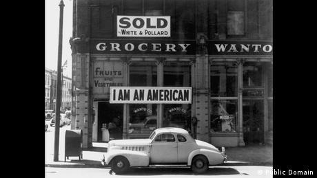 Zweiter Weltkrieg Internierung japanischstämmiger Amerikaner Schild (Public Domain)