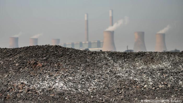 Südafrika Kohlekraftwerk (Getty Images/AFP/M. Safodien)