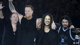 Лидер Metallica Джеймс Хэтфилд недоволен тем, что его музыка оказалась втянутой в политику