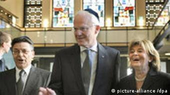 Charlotte Knobloch and Juergen Ruettgers in the new synagogue
