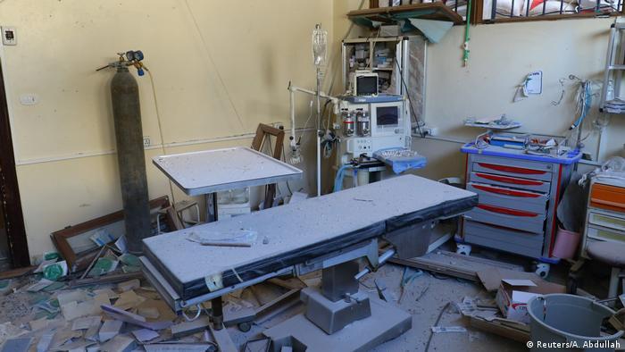 Syrien Zerstörter Operationssaal in Atareb westlich von Aleppo