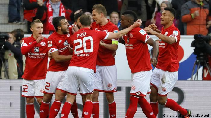 Bundesliga | Mainz 05 - Freiburg (picture-alliance/dpa/R. Wittek)