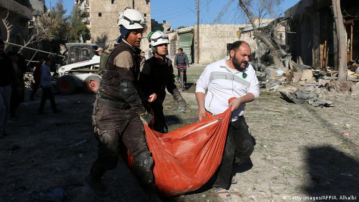 Syrien Aleppo nach Luftangriffen in Bab al-Nayrab (Getty Images/AFP/A. Alhalbi)