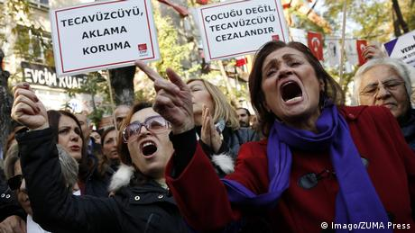 Protest in Ankara gegen Straferlass für Sexualstraftäter November 19 2016 Ankara Turkey (Imago/ZUMA Press)