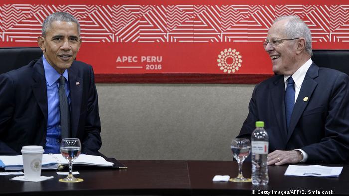 Peru APEC-Gipfel Barack Obama Pedro Pablo Kuczynski (Getty Images/AFP/B. Smialowski )