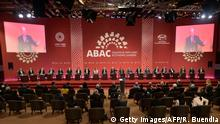 19.11.2016 +++ Leaders take part in the start of the ABAC and APEC Leaders' Dialogue at the Asia-Pacific Economic Cooperation Summit in Lima on November 19, 2016. Pacific Rim leaders are meeting in Peru on November 19-20 to push for continued free trade against the backdrop of rising protectionism globally. / AFP / RODRIGO BUENDIA (Photo credit should read RODRIGO BUENDIA/AFP/Getty Images)
