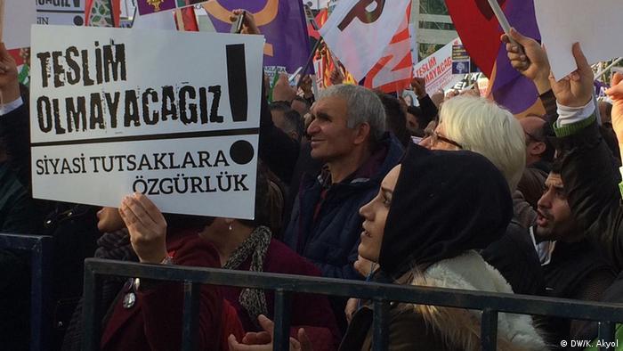 Türkei Demo gegen den Ausnahmezustand in Istanbul (DW/K. Akyol)
