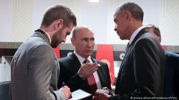 Peru APEC Gipfel Barack Obama und Wladimir Putin in Lima (picture alliance/Presidency of Peru )