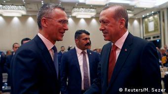 Türkei Stoltenberg und Erdogan Sitzung der Parlamentarischen Versammlung der NATO in Istanbul (Reuters/M. Sezer)