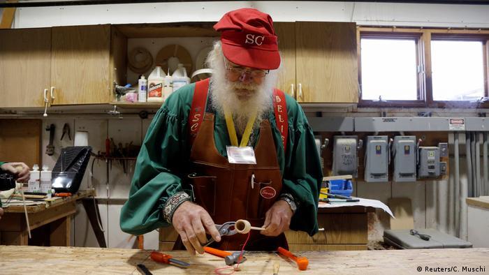 USA Santa Claus School in Michigan (Reuters/C. Muschi)