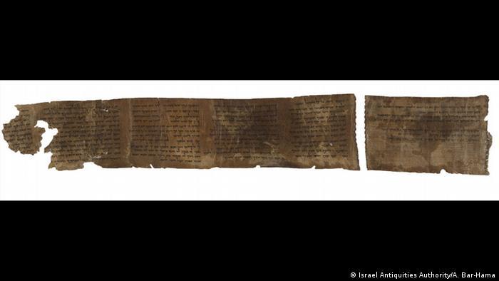 Die Zehn Gebote, Abschrift auf einer antiken Pergamentrolle (Faksimile)