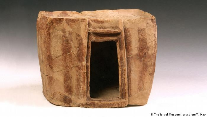 one-room residence, model (Israel Museum Jerusalem / A. Hay)
