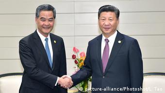 Peru Treffen Xi Jinping Leung Chun-ying (picture-alliance/Photoshot/L. Tao)