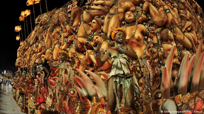 A reveller of Beija-Flor samba school sings and dances on a float representing African slaves (Getty Images/AFP/C. Simon)