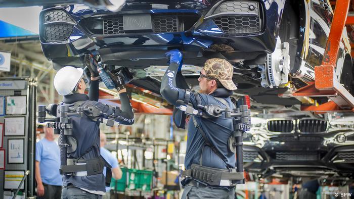 BMW testet Exo-Skelette (BMW)
