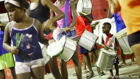 Brasilien Samba in den Favelas (Getty Images/M. Tama)