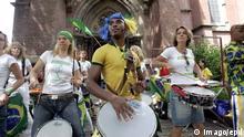 Deutschland Fußballfest mit Samba Band vor der Paulus-Kirche in Dortmund