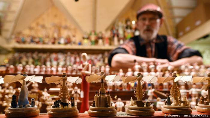 Wooden toys at a Christmas Market (picture alliance/dpa/H.Kaise)