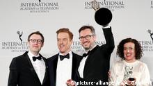 21.11.2016 epa05641673 German producers Philipp Steffens (L), Joerg Winger (2-R) and German actress Maria Schrader (R) pose with British actor Damian Lewis (2-L) after winning the International Emmy award for Drama Series for 'Deutschland 83' at the 44th International Emmy Awards in New York, New York, USA, 21 November 2016. EPA/ANDREW GOMBERT +++(c) dpa - Bildfunk+++