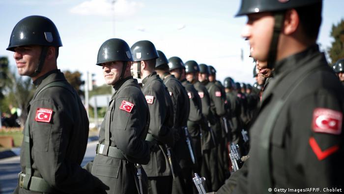 Турецкие военнослужащие на военном параде