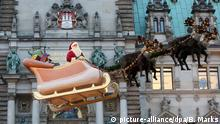 Santa Claus sled (picture-alliance/dpa/B. Marks)