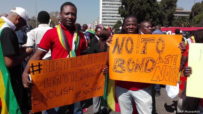 Protest Harare Simbabwe (DW/P.Musvanhiri )