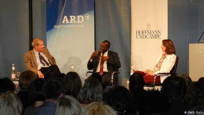 Deutschland Karamba Diaby Bundestagsabgeordneter bei der Vorstellung seiner Biografie (DW/D. Pelz)