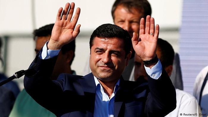 Türkei Selhattin Demirtas HDP Vorsitzender bei einer Demo in Istanbul