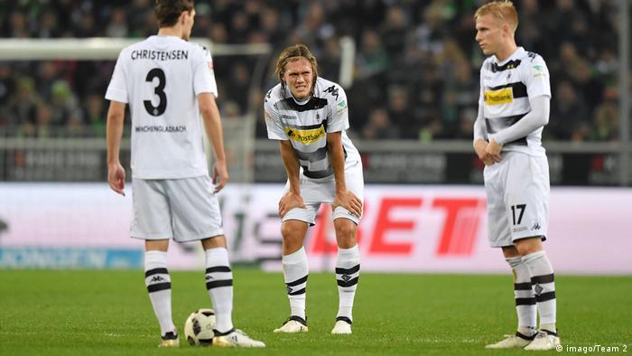 Deutschland Fussball enttäuschte Gladbacher nach dem Spiel gegen Köln