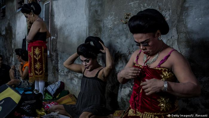 Indonesien Bildergalerie Transgender führen traditionelle Oper auf (Getty Images/U. Ifansasti)