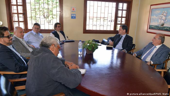 Kolumbien Treffen Regierung und FARC in Bogotá (picture-alliance/dpa/EPA/O. Nieto)
