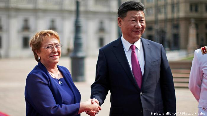 Chile Michelle Bachelet und Xi Jinping in Santiago (picture-alliance/AP Photo/L. Hidalgo)
