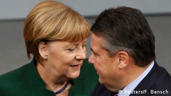 Deutschland Generaldebatte im Bundestag zum Haushalts-Etat 2017 Merkel und Gabriel