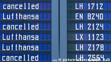23.11.2016+++ Zahlreiche Flüge der Fluggesellschaft Lufthansa werden am 23.11.2016 auf einer Anzeigetafel auf dem Flughafen in München (Bayern) als annulliert ausgewiesen. Die Lufthansa-Piloten sind in der Nacht zum 23.11.2016 in einen zweitägigen Streik getreten. Foto: Matthias Balk/dpa +++(c) dpa - Bildfunk+++