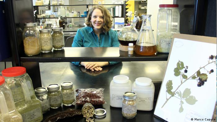 La investigadora Cassandra Quave posando en su laboratorio (Marco Caputo).