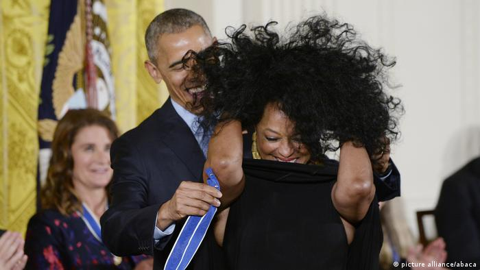 President Obama Honors 21 Americans With Presidential Medal Of Freedom - DC (picture alliance/abaca)