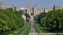London Schloss Windsor Parkanlage Spaziergänger