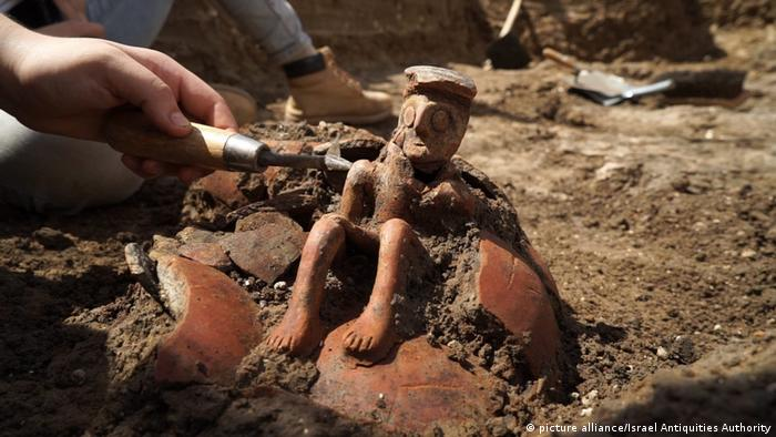 Archaeologists hail discovery of Bronze Age 'thinker' figurine in Israel