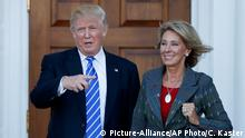 USA Donald Trump und Betsy DeVos (Picture-Alliance/AP Photo/C. Kaster)