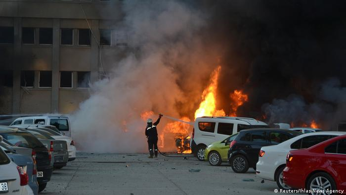 Türkei Feuerwehr Einsatz nach dem Anschlag in Adana (Reuters/Ihlas News Agency)