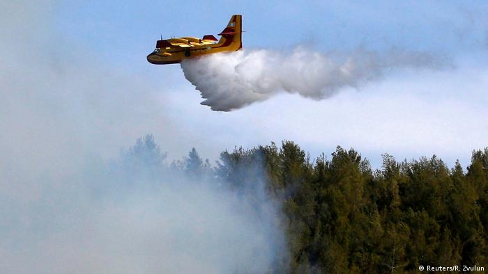Greek firefighting plane (Reuters/R. Zvulun)