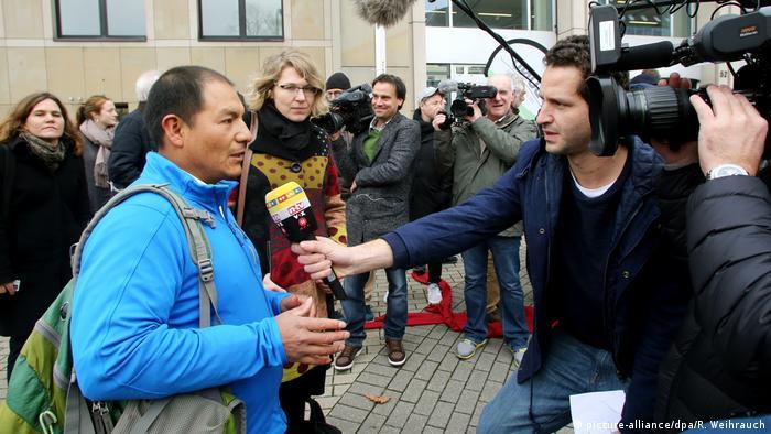 Deutschland Klage gegen RWE - peruanischer Bauer Saúl Luciano Lliuya (picture-alliance/dpa/R. Weihrauch)