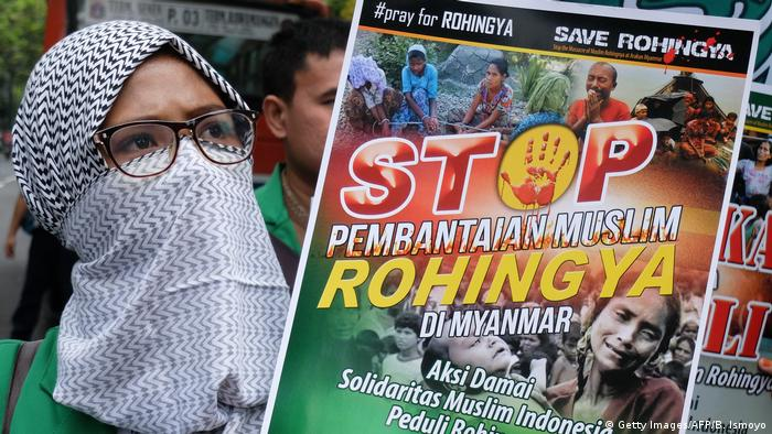 Indonesien Protest gegen Gewalt an Rohingya Angehörigen in Myanmar (Getty Images/AFP/B. Ismoyo)