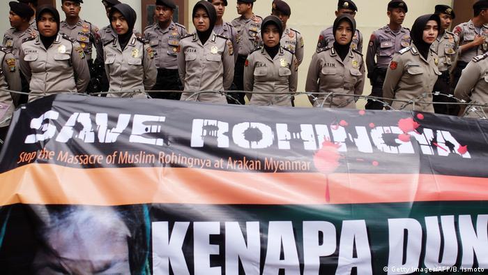 Indonesien Protest gegen Gewalt an Rohingya Angehörigen in Myanmar Minderheiten Säuberung Vertreibung Gewalt Religion Asien Indonesien Protest gegen Gewalt an Rohingya Angehörigen in Myanmar