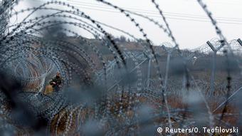 Σύμφωνα με τον αυστριακό υπουργό Άμυνας Ντοσκότσιλ, το 75% των προσφύγων ήρθαν μέσω Βαλκανικής Οδού στην Αυστρία. (Reuters/O. Teofilovski)