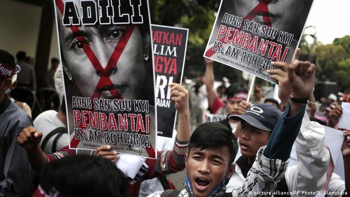 Catorce legaciones diplomáticas urgieron hoy a las autoridades de Birmania a permitir acceso de ayuda humanitaria la zona del noroeste del país cerrada por el Ejército, acusado de abusos contra la minoría rohinyá. (9.12.2016)