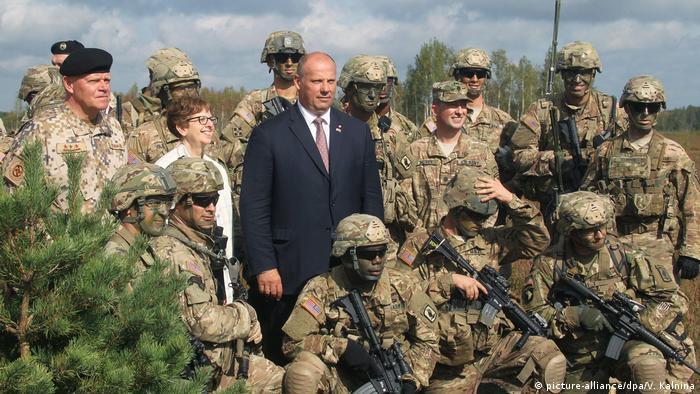 Lettland Verteidigungsminister Raimonds Bergmanis (picture-alliance/dpa/V. Kalnina)
