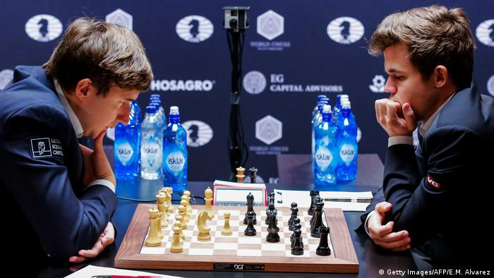 USA Schach Weltmeisterschaft in New York - Karjakin & Carlsen (Getty Images/AFP/E.M. Alvarez)