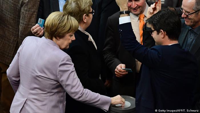Angela Merkel bei der Abstimmung über den Bundeshaushalt